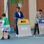 De izq. a der. el concejal de Educación, el alcalde de Galapagar y el concejal de Medio Ambiente; en una Yincana de residuos
