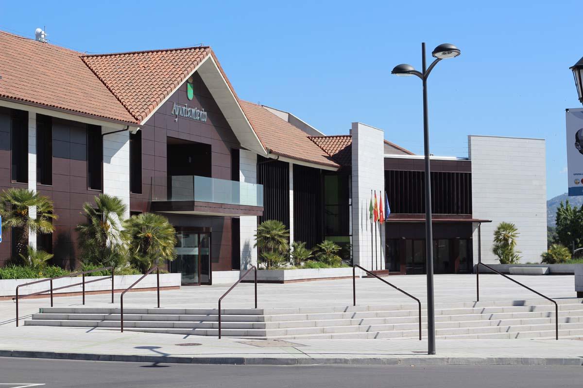 Foto del Ayuntamiento de Galapagar y Plaza de Adolfo Suárez