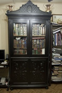 Mueble_siglo_XIX_restaurado-Autor-Joyeriasonlines_es-CCommons